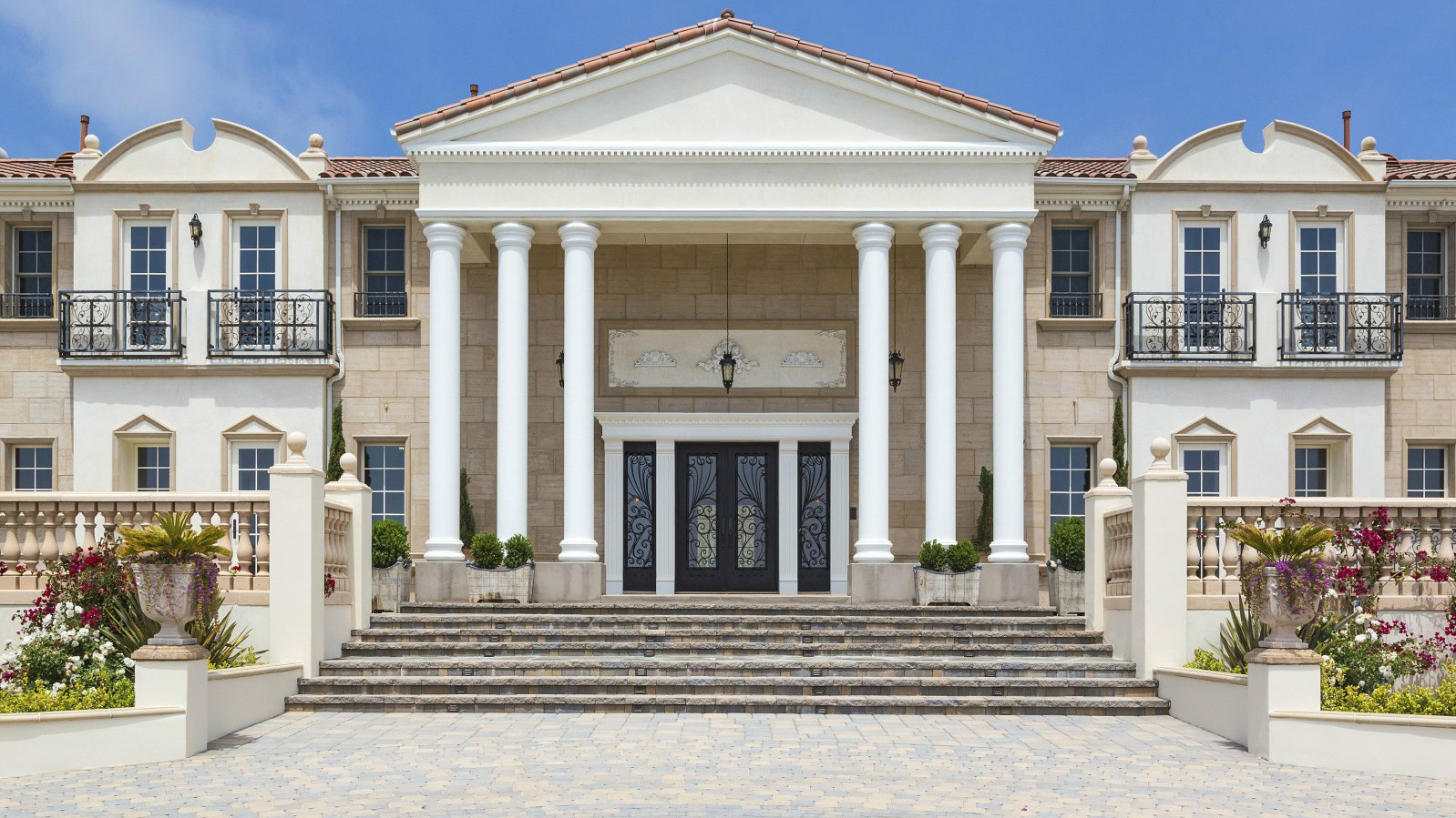 Home Of The Day Neoclassical Over Zuma Beach Orlando