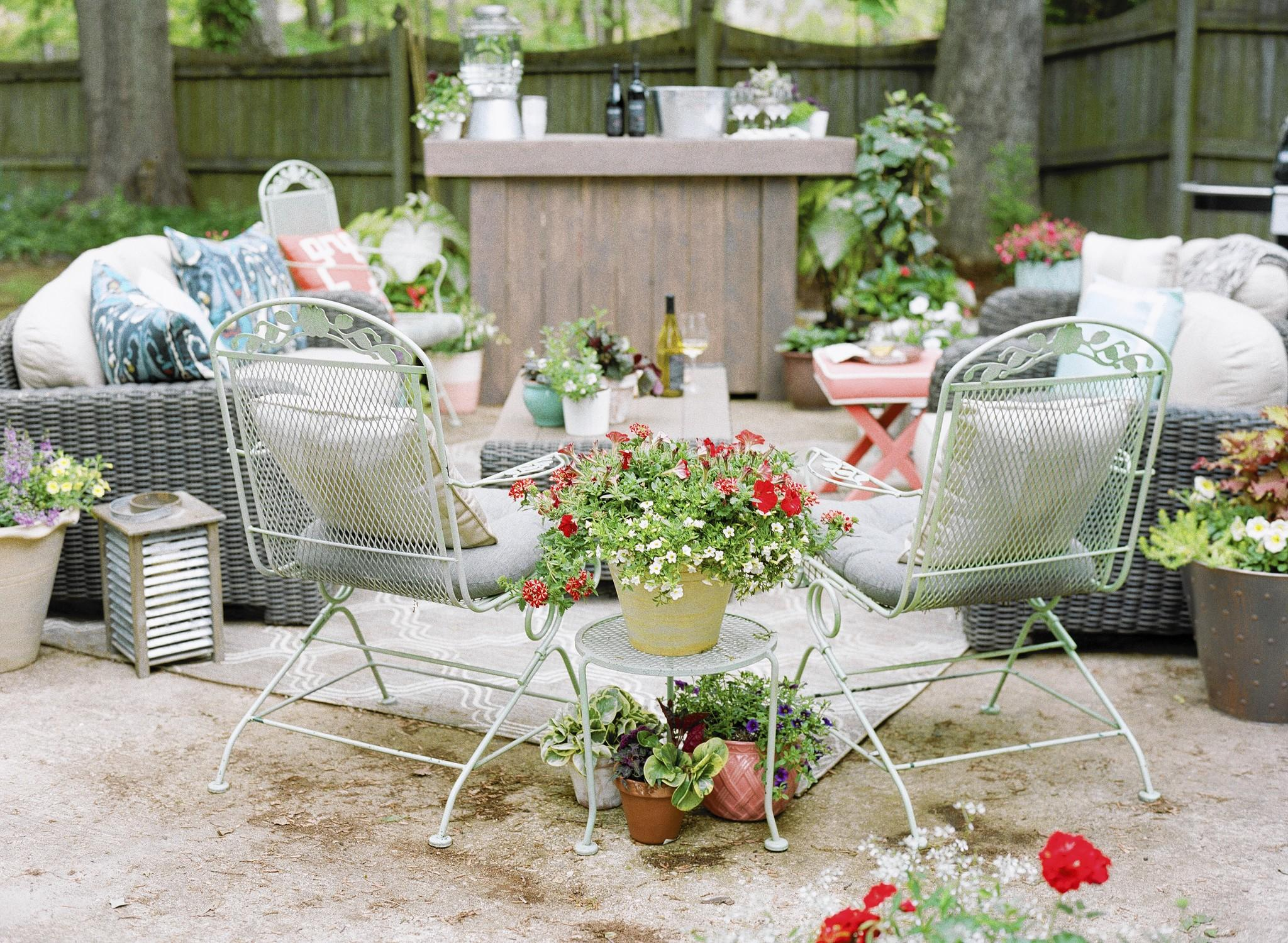 To throw the perfect summer party, come up with a theme and then wow with the details.