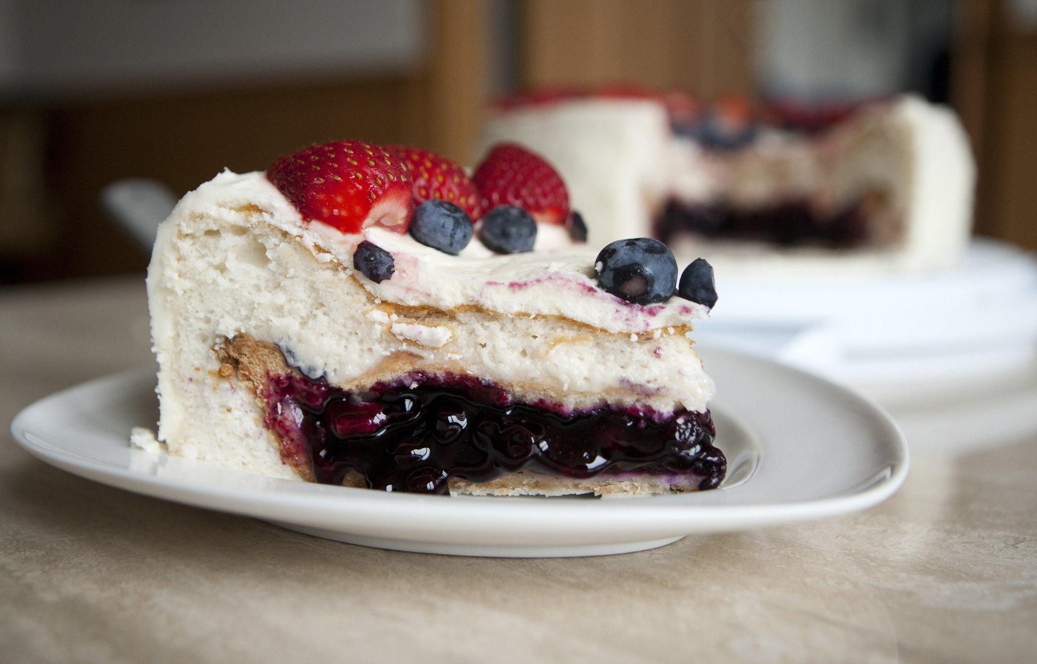 Pake Pie Inside A Cake