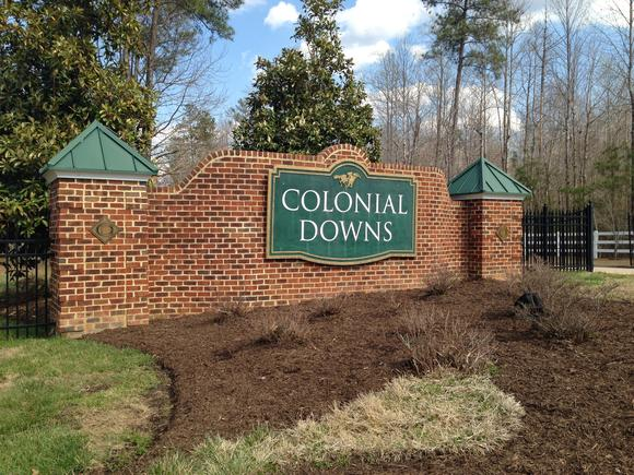 Colonial Downs is insisting that the Virginia Racing Commission (VRC) overstepped its powers last week when it ordered the racetrack to sign a 2015 thoroughbred season contract with conditions and has filed a notice of appeal in Richmond Circuit Court.