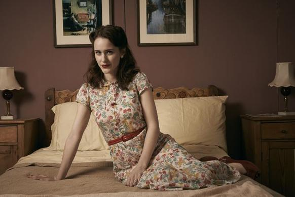 "Born in Milwaukee but raised in the Chicago suburb of Highland Park since age 4, Rachel Brosnahan plays Abby Isaacs in WGN America's ""Manhattan"" debu"