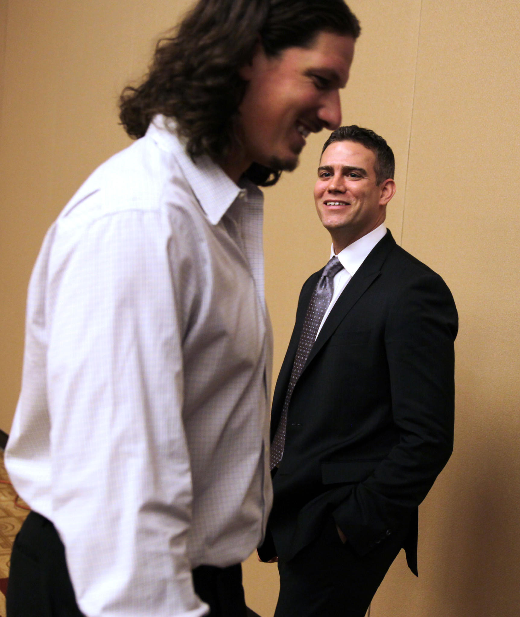 Jeff Samarzija and Theo Epstein chat at the 2014 Cubs Convention.