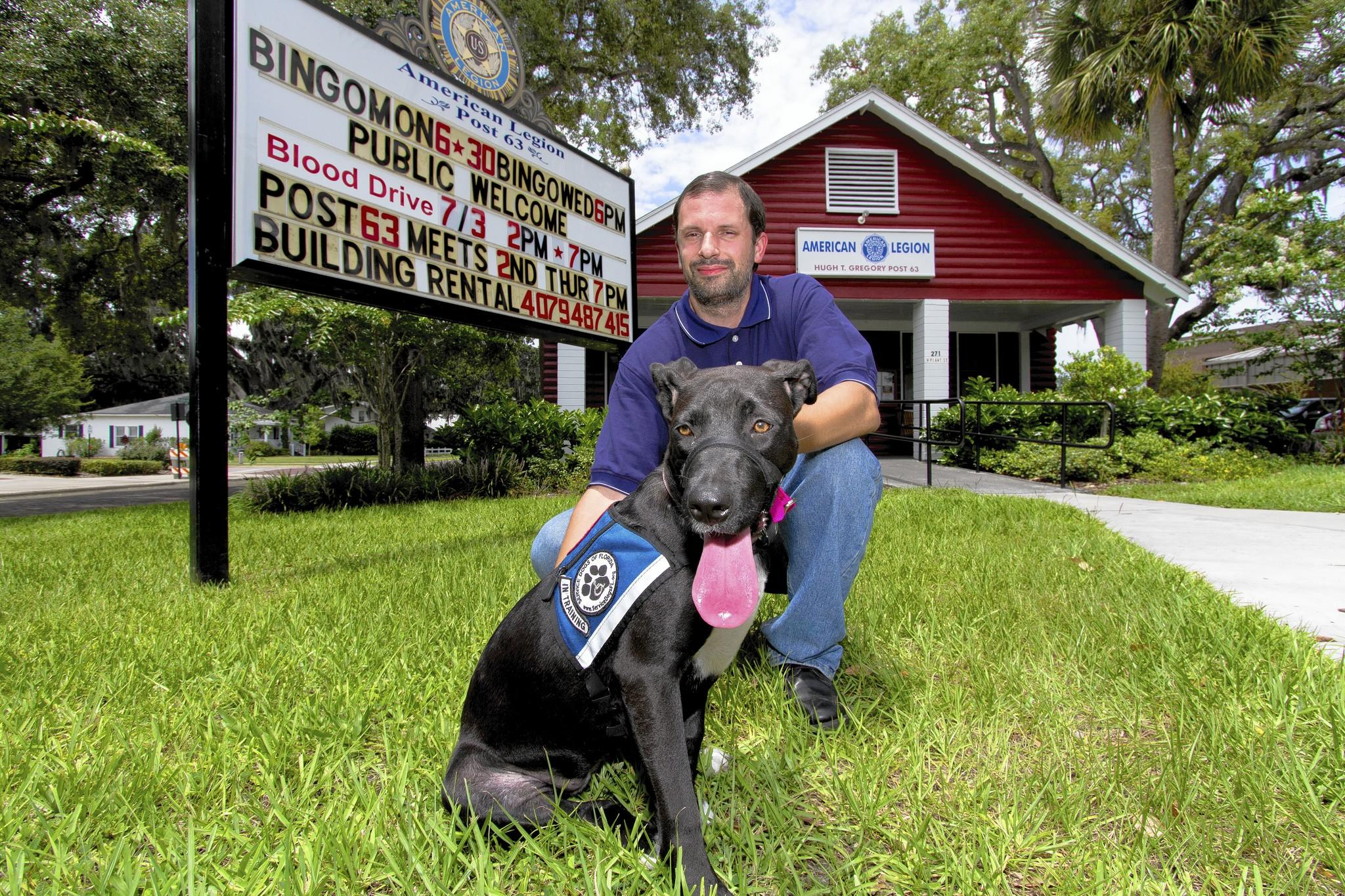 darryl e owens service dog offers thanks for war heroes