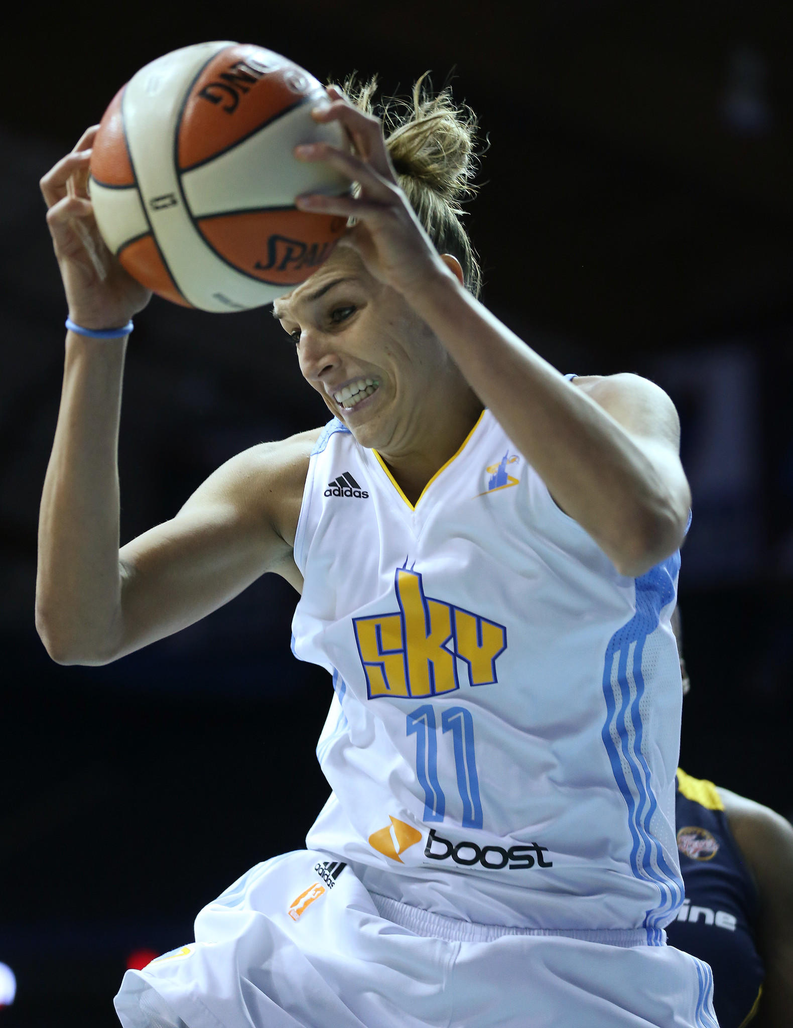 Elena Delle Donne of the Sky grabs a rebound in the first quarter of game 1 of the WNBA Playoffs first round at the Allstate Arena Friday, Sept. 20, 2013, in Rosemont. (John J. Kim / Chicago Tribune) B583205774Z.1 ....OUTSIDE TRIBUNE CO.- NO MAGS, NO SALES, NO INTERNET, NO TV, NEW YORK TIMES OUT, CHICAGO OUT, NO DIGITAL MANIPULATION... ORG XMIT: CHI1309202108314315