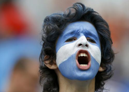 A fan of Argentina shouts before their 2014 World Cup semi-finals against the Netherlands at the Corinthians arena in Sao Paulo July 9, 2014.               REUTERS/Darren Staples (BRAZIL  - Tags: SOCCER SPORT WORLD CUP)   ORG XMIT: STN103