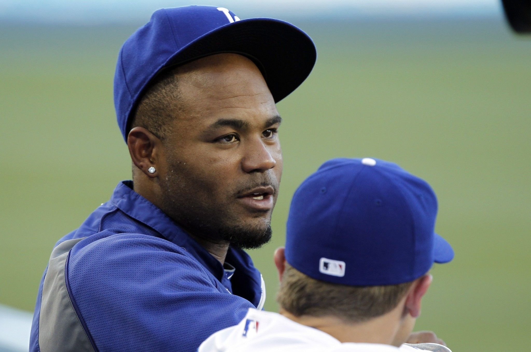 Dodgers don't plan to start Carl Crawford in the outfield