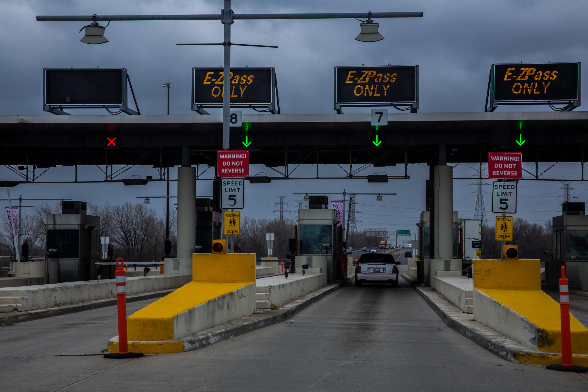 Cars are going through the I-PASS / E-ZPass toll-collection lanes on the Indiana Toll Road in Hammond on Friday, April 19, 2013. Illinois Tollway I-PASS customers are charged an extra 3 cents each time they pay a toll on the Chicago Skyway or the Indiana Toll Road. ID(Zbigniew Bzdak/Chicago Tribune)