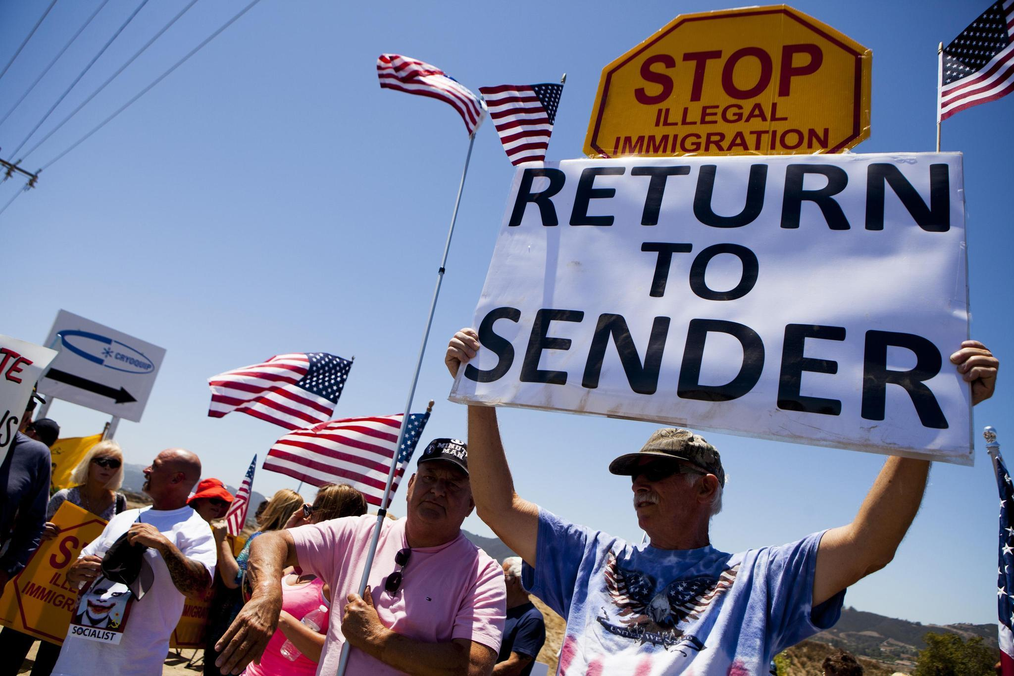 Demonstrators picket against the possible arrivals of undocumented migrants who may be processed at the Murrieta Border Patrol Station in Murrieta, California July 1, 2014.