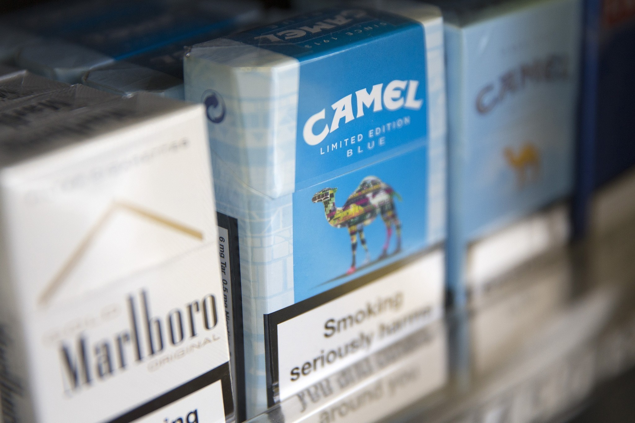 Cigarette giant Reynolds American in talks to acquire rival Lorillard