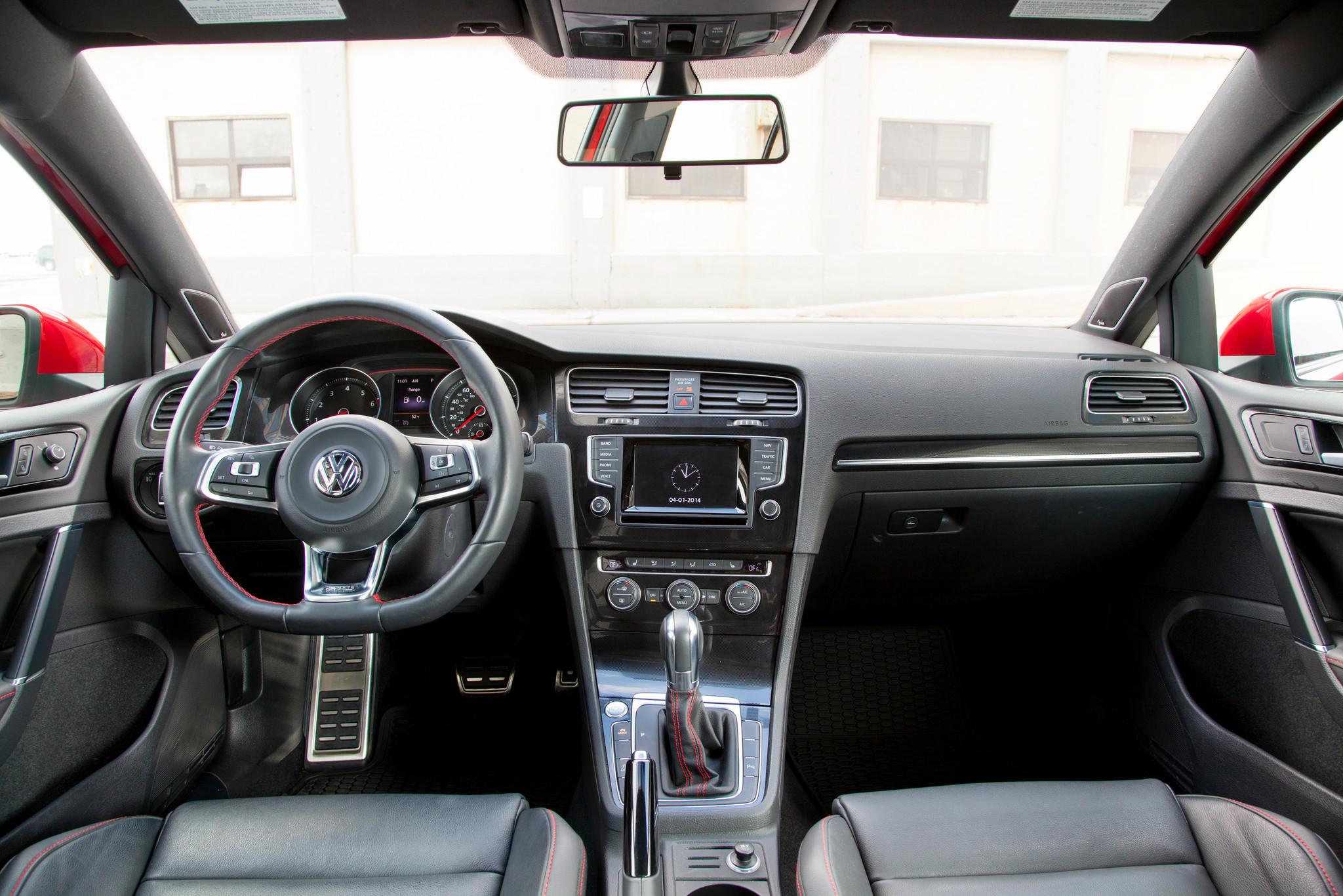 2015 Volkswagen Golf improves on winning hatchback style