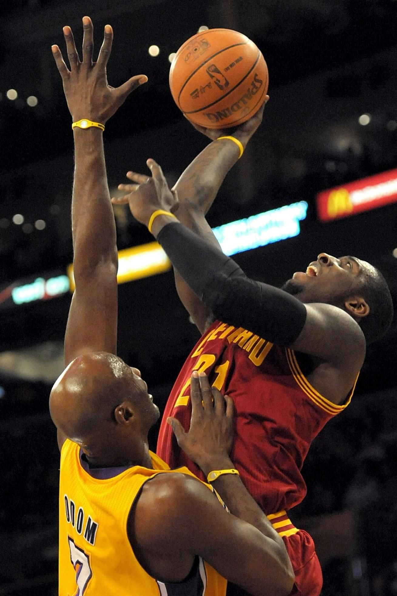 Cleveland Cavaliers center J.J. Hickson shoots a basket over Los Angeles Lakers forward Lamar Odom.