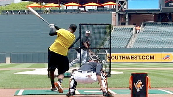 Adam Jones practicing for HR Derby [VIDEO]