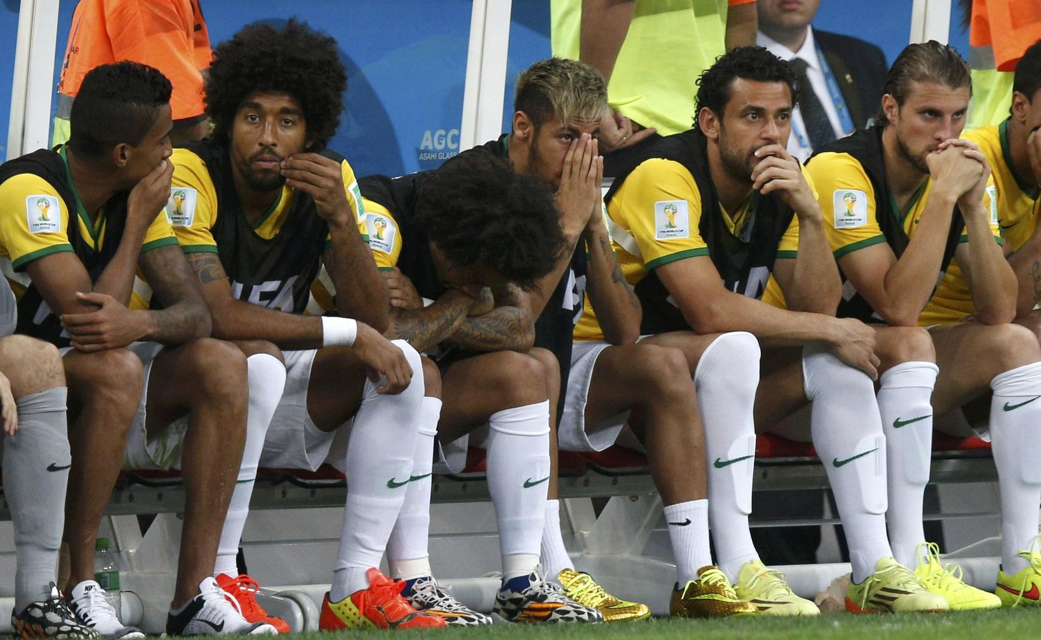 Brazil's Neymar (4th L) and teammates react after Netherlands' third goal during the 2014 World Cup third-place playoff.