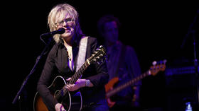 Lucinda Williams plays makeup show after Taste cancellation