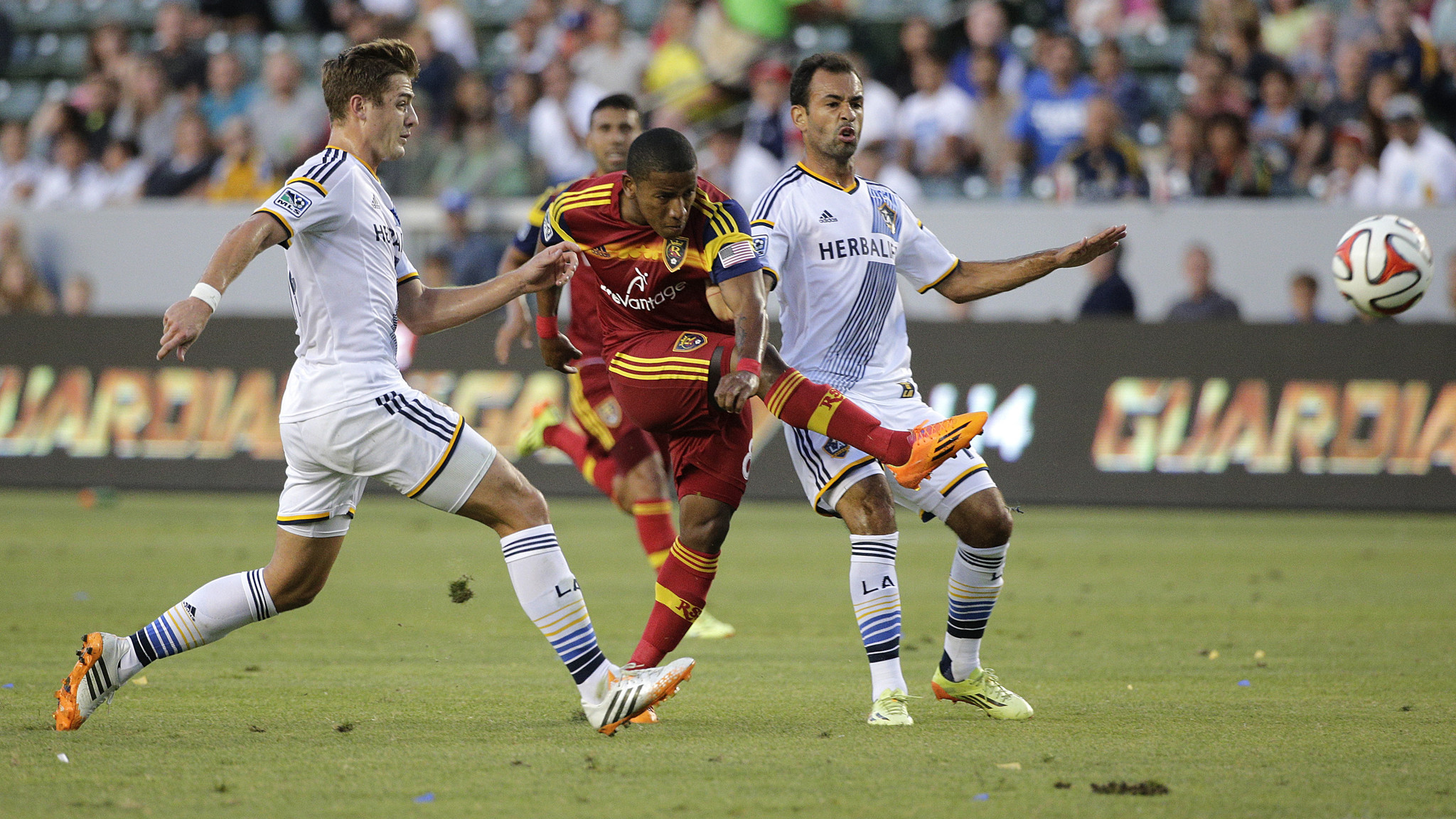 Gyasi Zardes' goal is enough in Galaxy's 1-0 win over Real Salt Lake