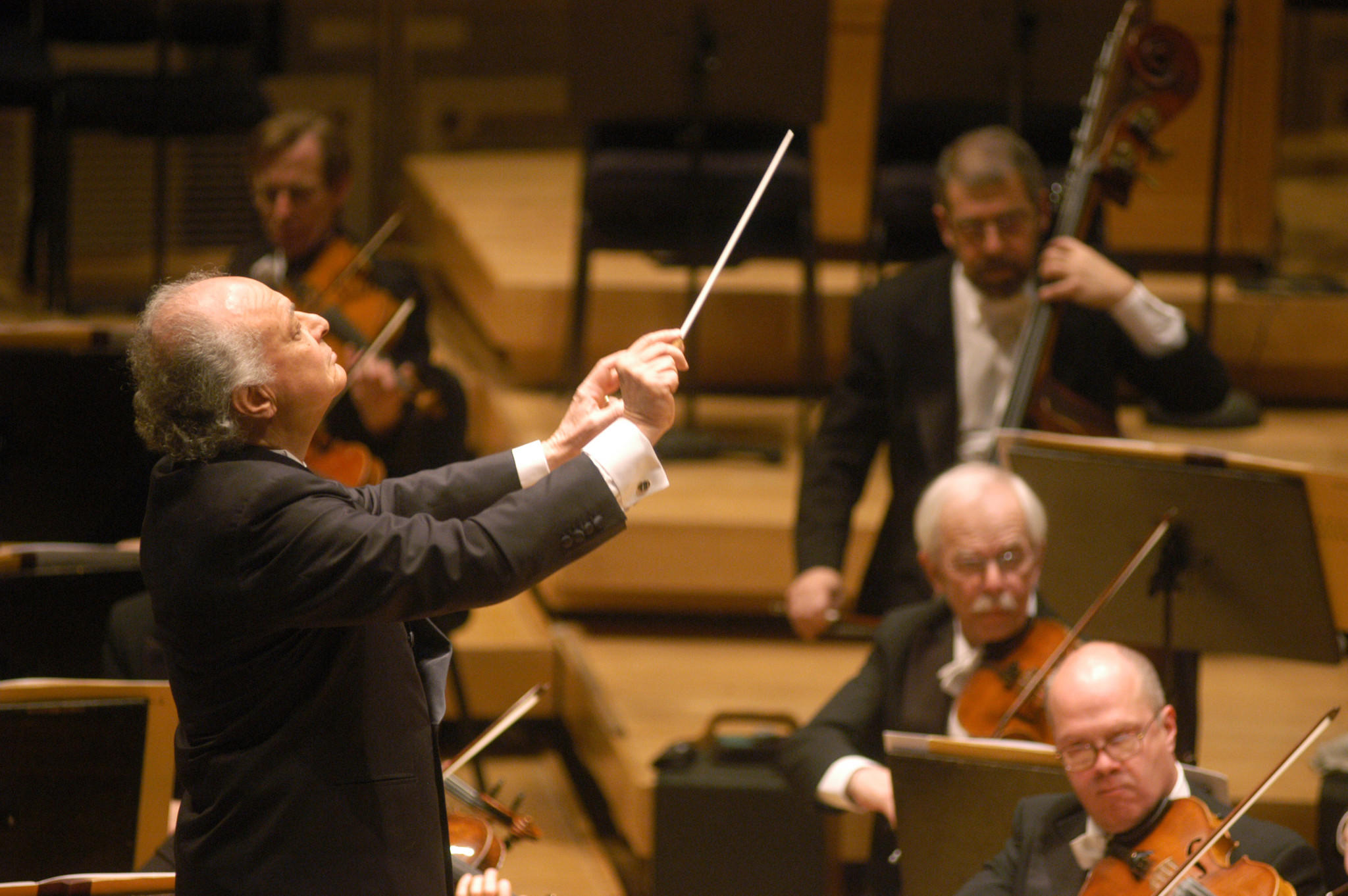 Guest Conductor Lorin Maazel leads the Chicago Symphony Orchestra during Brahms Serenade No. 2 in A Major, Op. 16, at Symphony Center February 10, 2005.