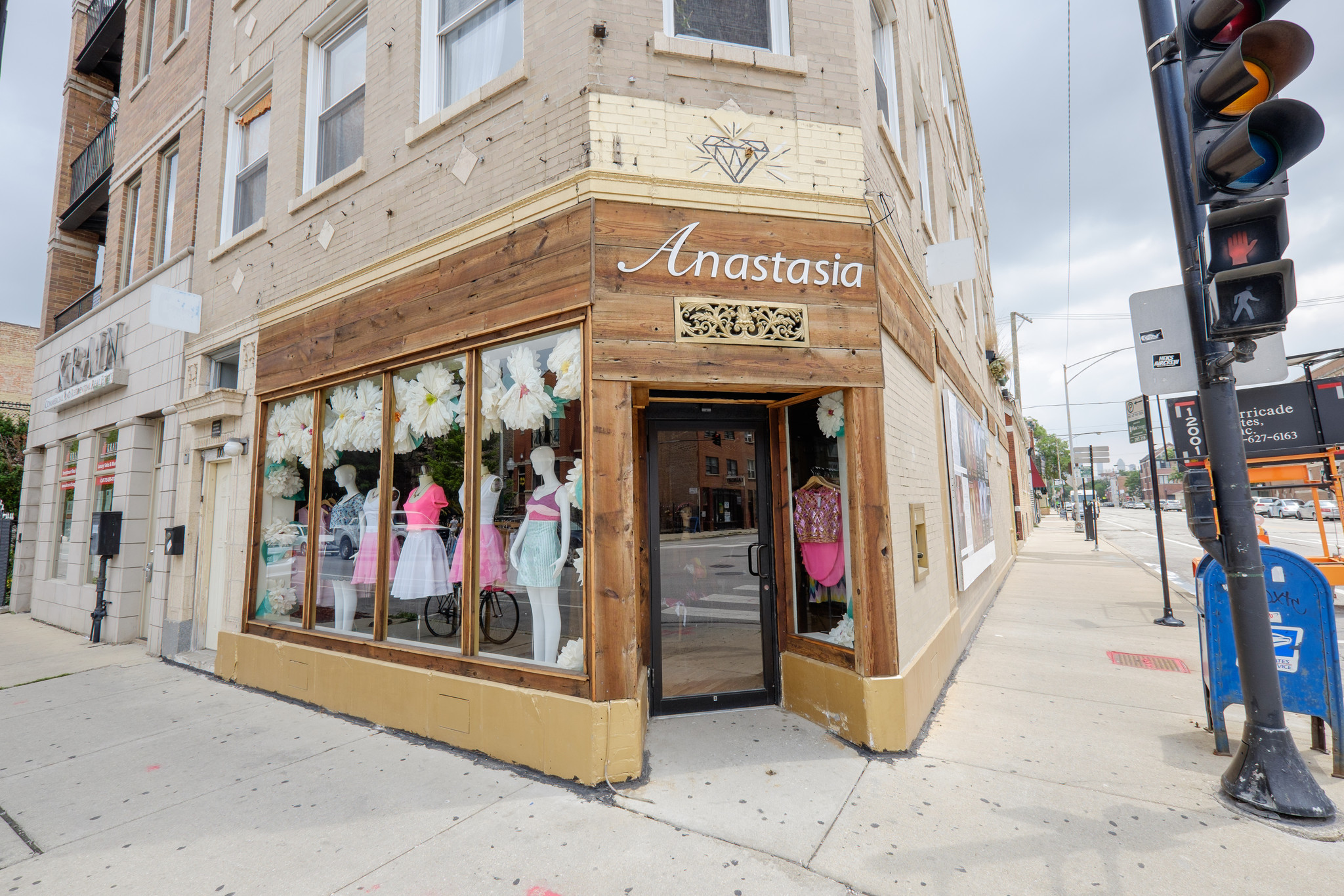 storefront service that matches retailers with pop up stores