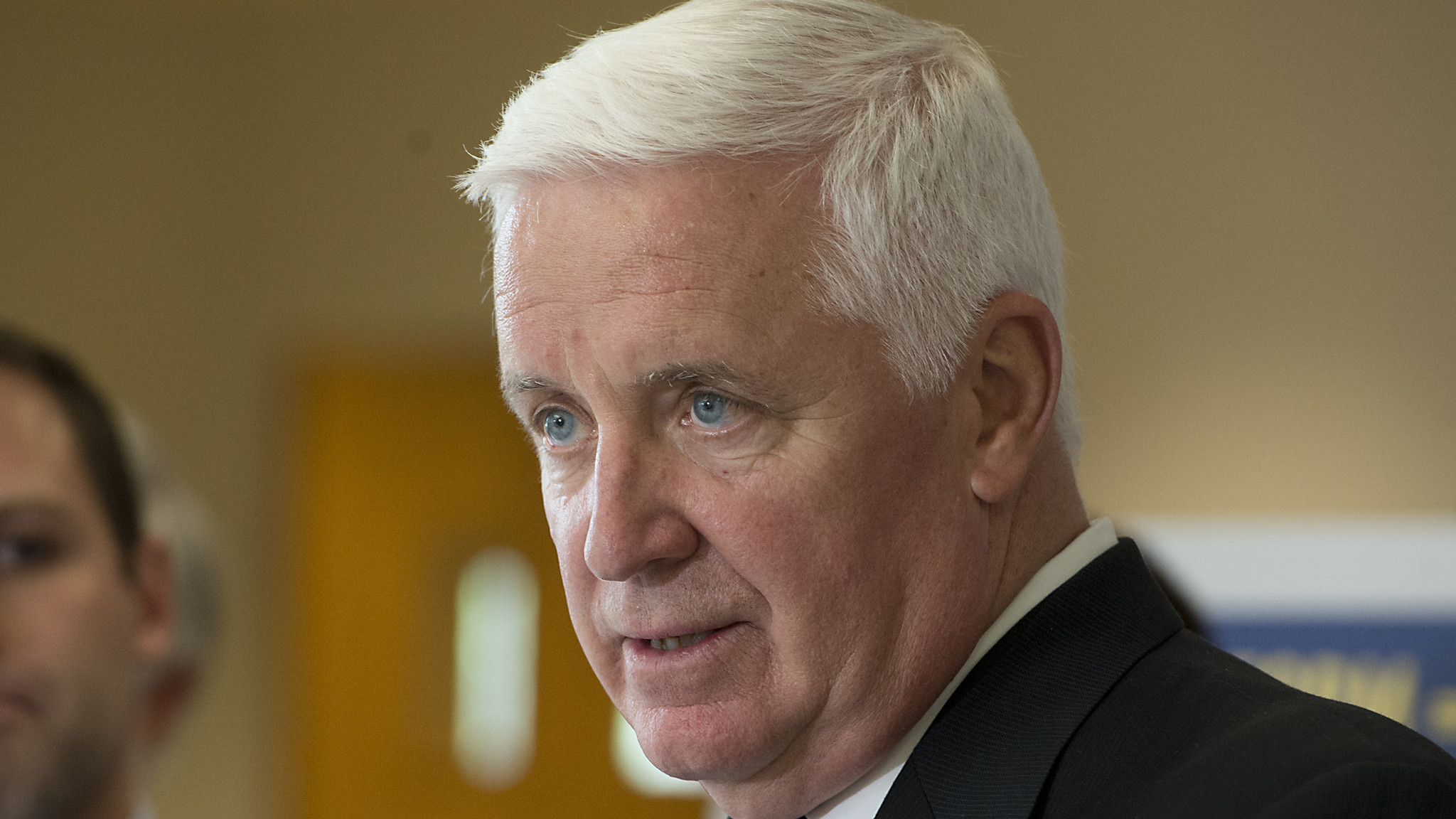 pictures gov tom corbett visits lower macungie the morning call. Black Bedroom Furniture Sets. Home Design Ideas