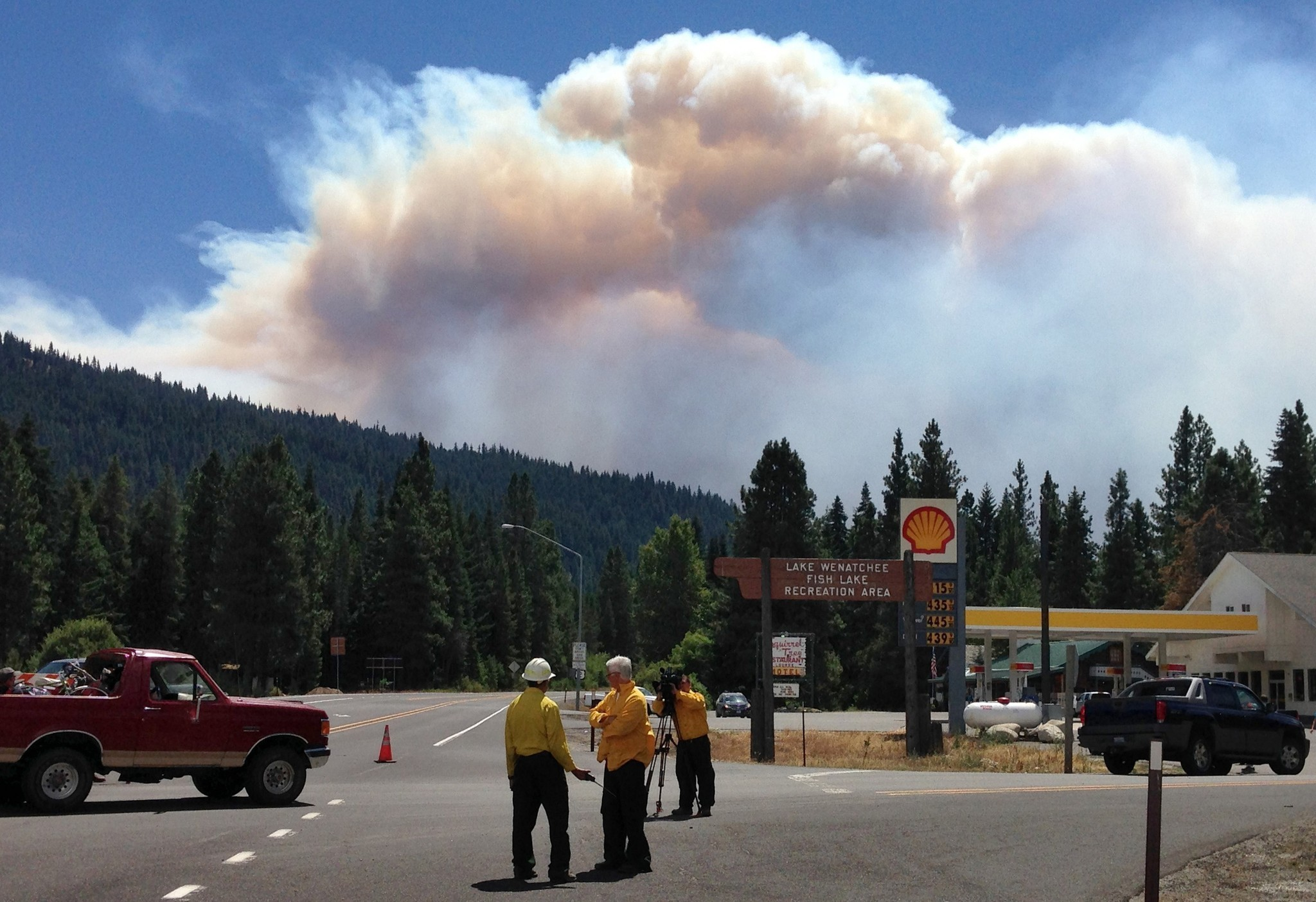 Fires intensify as hundreds flee 21 blazes in Washington and Oregon