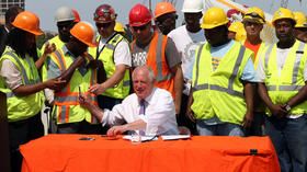 Quinn signs measure to borrow $1.1 billion for construction