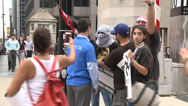 Protestors clash at pro-Israel, pro-Palestine rallies