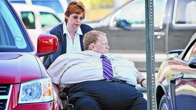 Judge won't free 551-pound man from house arrest
