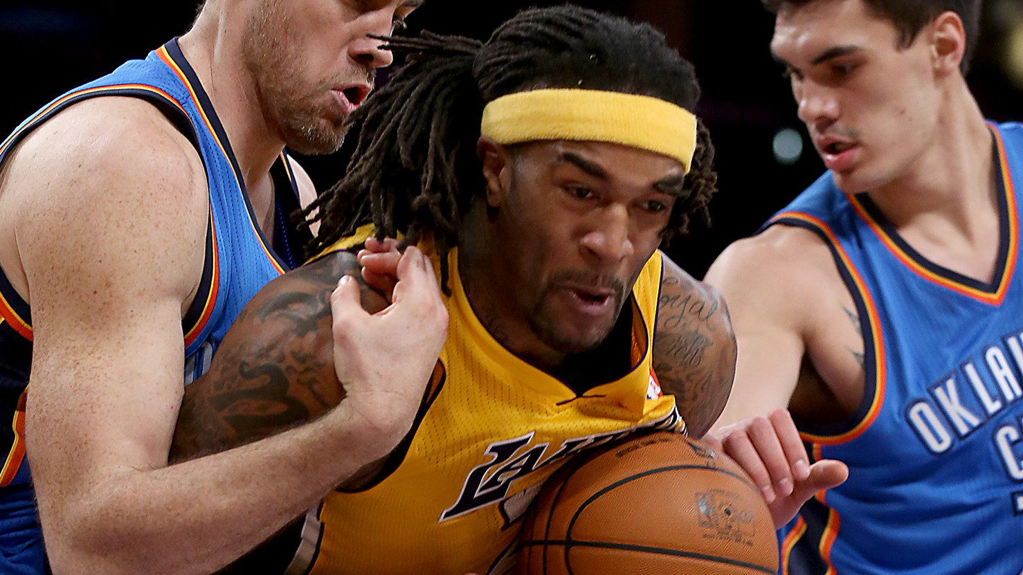 Jordan Hill officially re-signs with Lakers