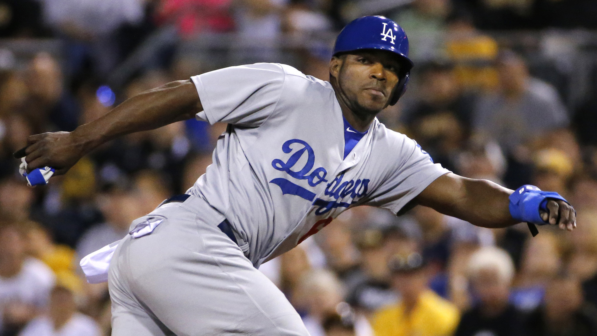 Dodgers experiment with Yasiel Puig in center field during loss