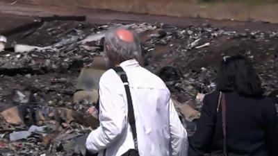 Family of MH17 victim pay respects at crash site [Video]