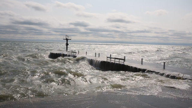 High waves hit the pier