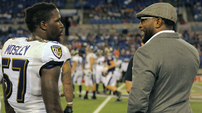 http://www.trbimg.com/img-53d7b5a3/turbine/bal-cj-mosley-chats-with-retired-ravens-linebacker-ray-lewis-at-open-practice-20140729