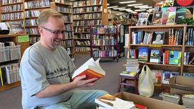 Bolingbrook couple buys used bookstore