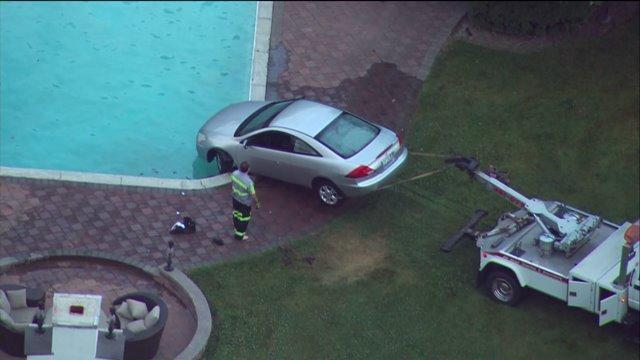 Car pulled from swimming pool in Barrington Hills