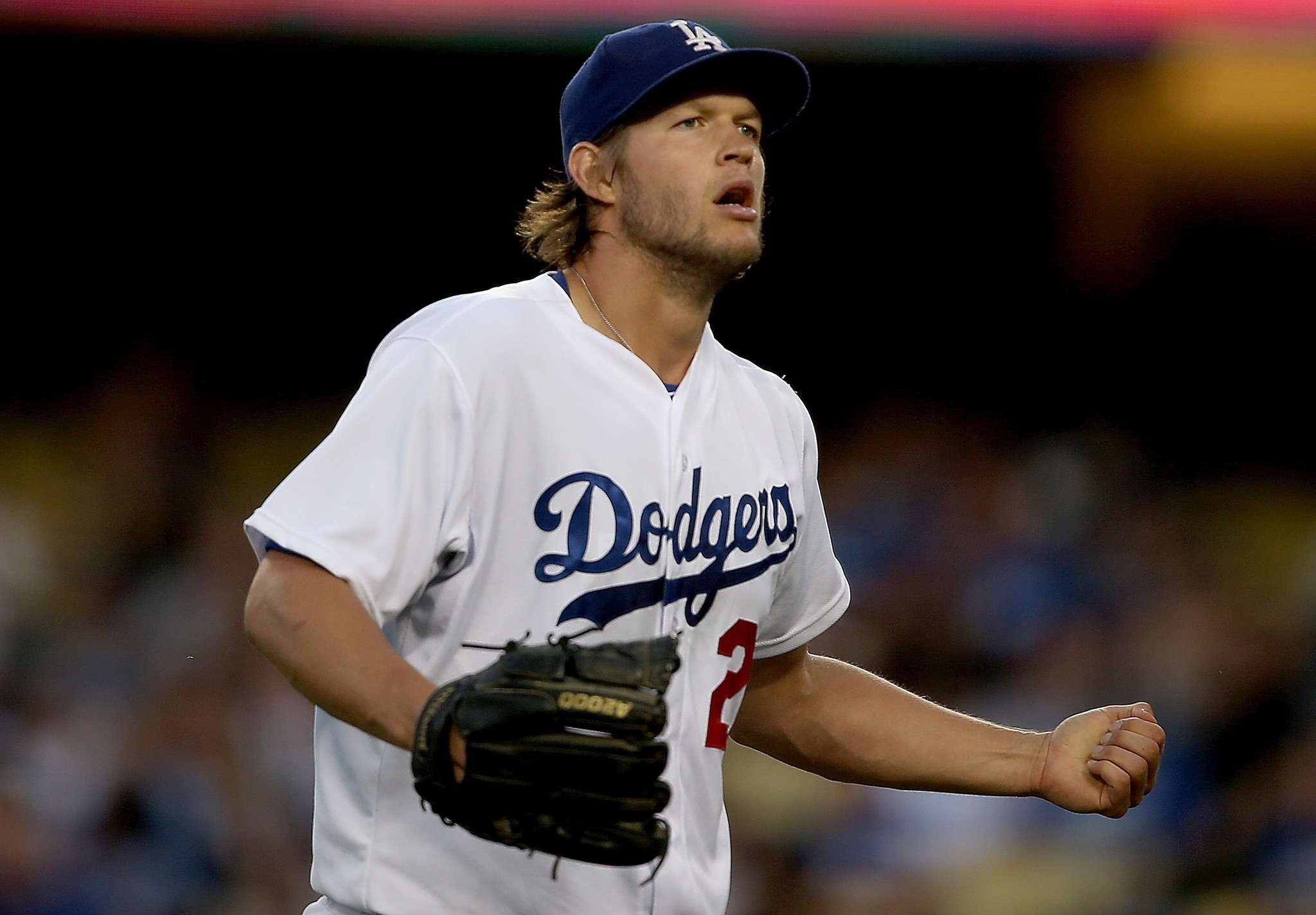 Dodgers make it six straight as Clayton Kershaw edges Braves, 2-1