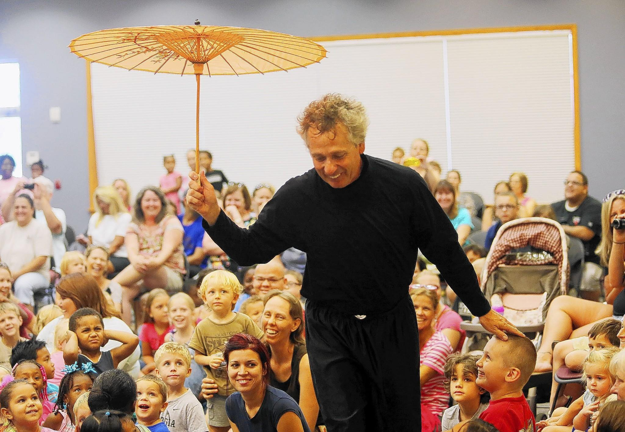 "Orlando pantomime, the Jiggleman , performs at the Leesburg Public Library Monday, July 14, 2014. Banks Helfrich, an energetic comedian with an ""off-beat"" sense of humor, has made kids and families laugh since the 90s, when he was invited to David Letterman's late-night show. H ( Tom Benitez/Orlando Sentinel"