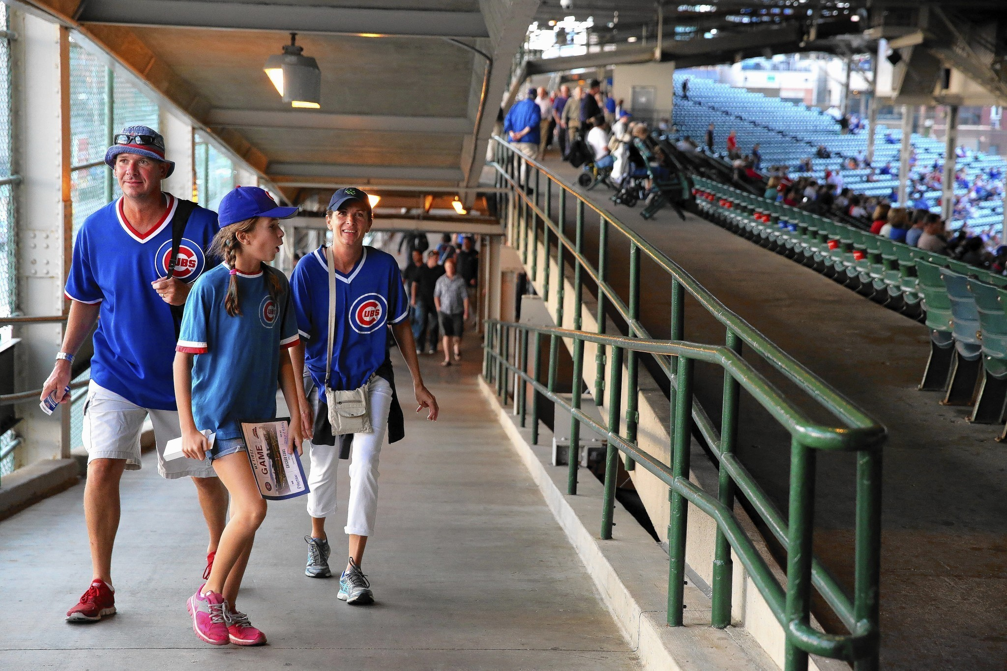 Wrigley rehab include 2 phases, bunker suites - Chicago ...