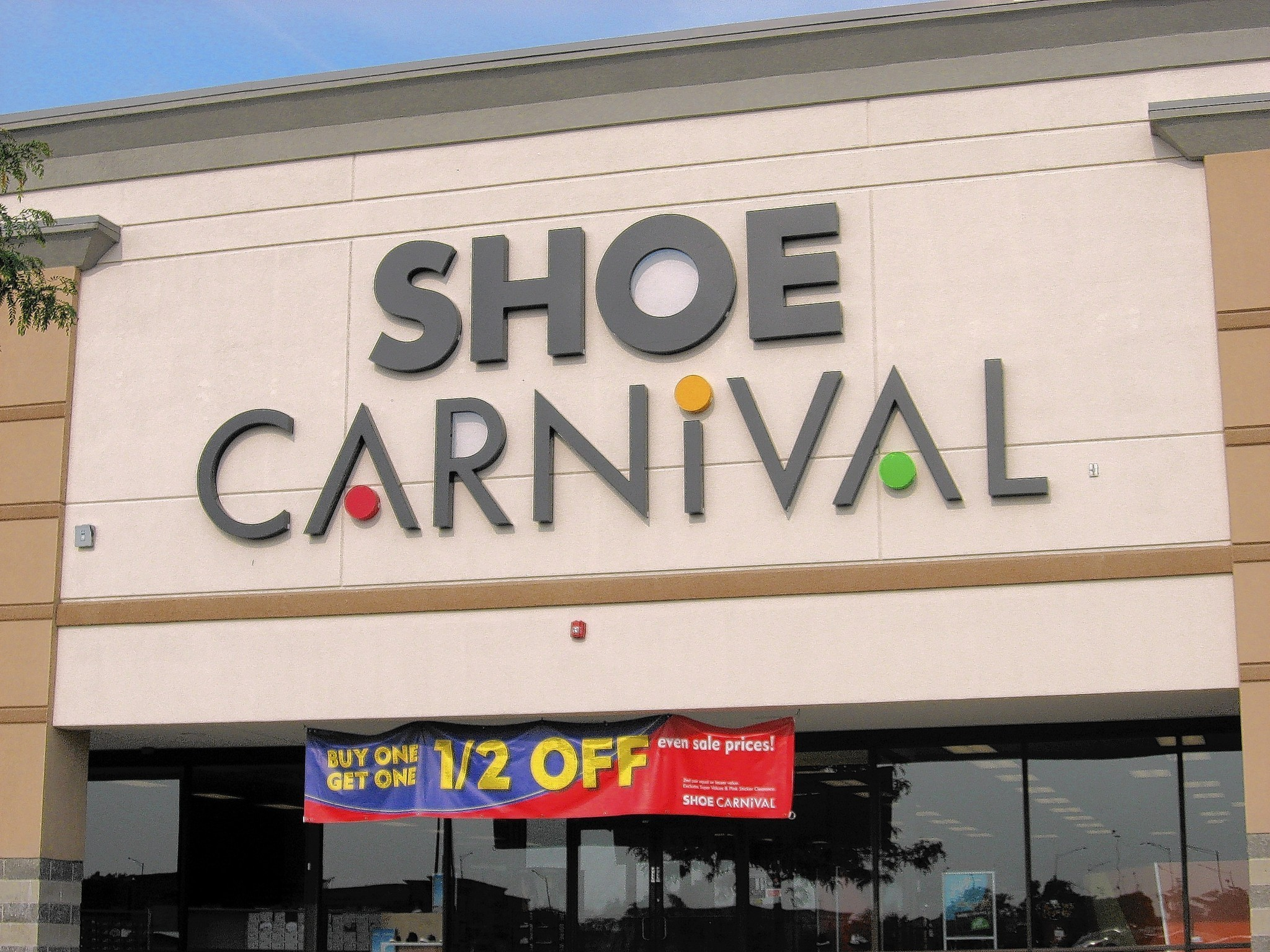 "May 24,  · EVANSVILLE, Ind(BUSINESS WIRE)--Shoe Carnival, Inc. (""the Company""), a leading retailer of moderately priced footwear and accessories, ."