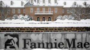 Ex-Fannie Mae worker gets prison in kickback case