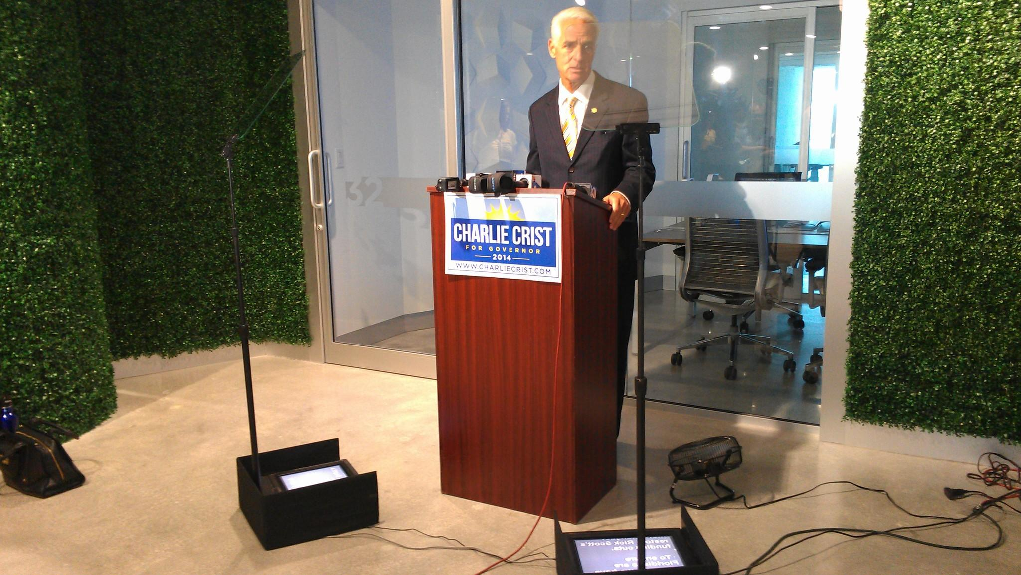 Democratic candidate Charlie Crist delivers remarks from a teleprompter during a news conference in Fort Lauderdale on Aug. 5, 2014. (Photo by Anthony Man)