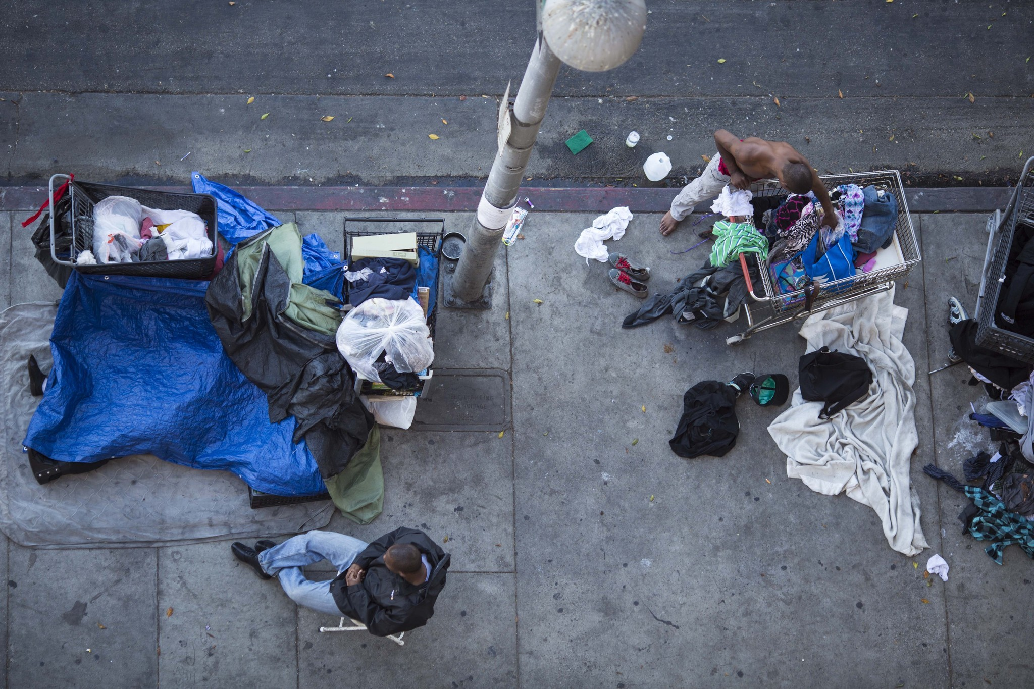 Skid row renewed push for cleanups social services for for Homeless shelters los angeles