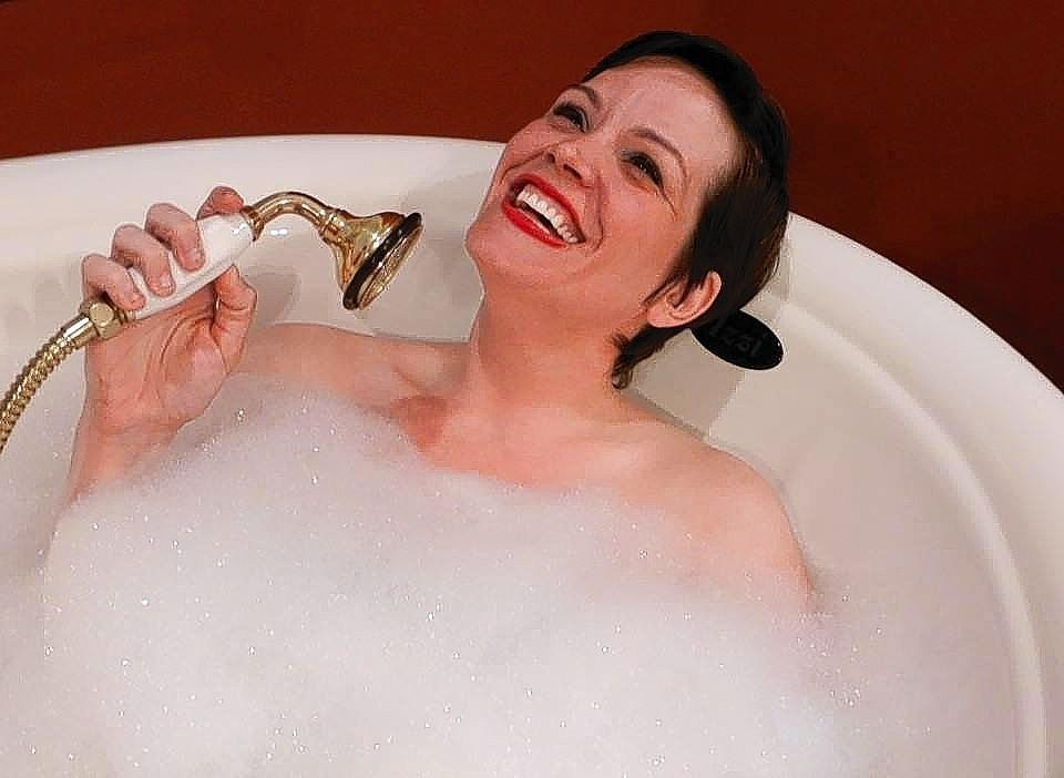 Sara Jones will be performing at Theatre Downtown, though not in a bathtub (we think).