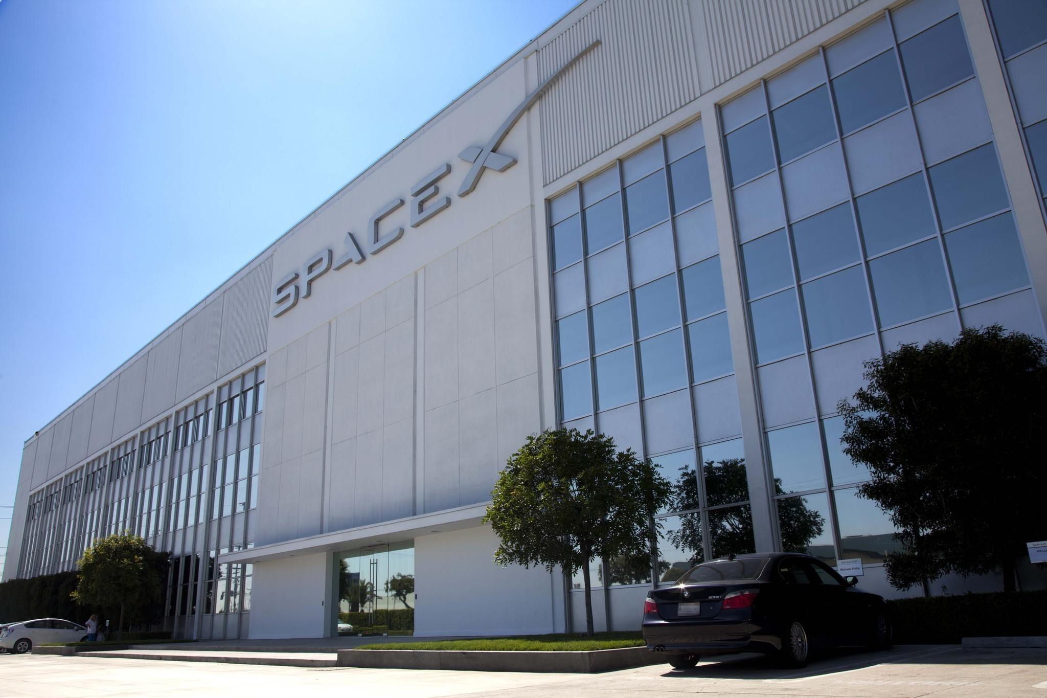 spacex headquarters in hawthorne acquired by new jersey investors la times
