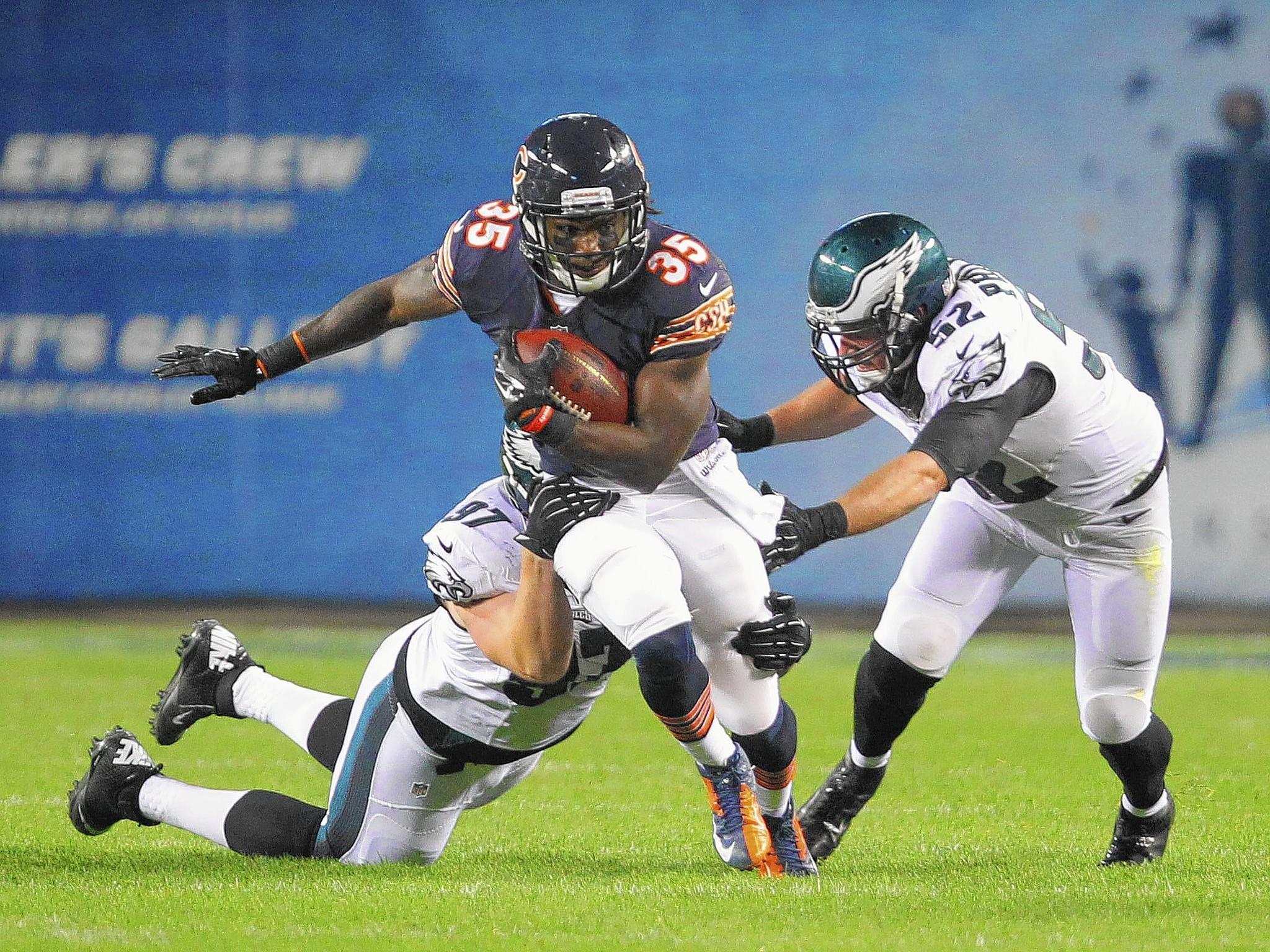 Chicago Bears running back Senorise Perry (35) picks up yardage against the Eagles defense.