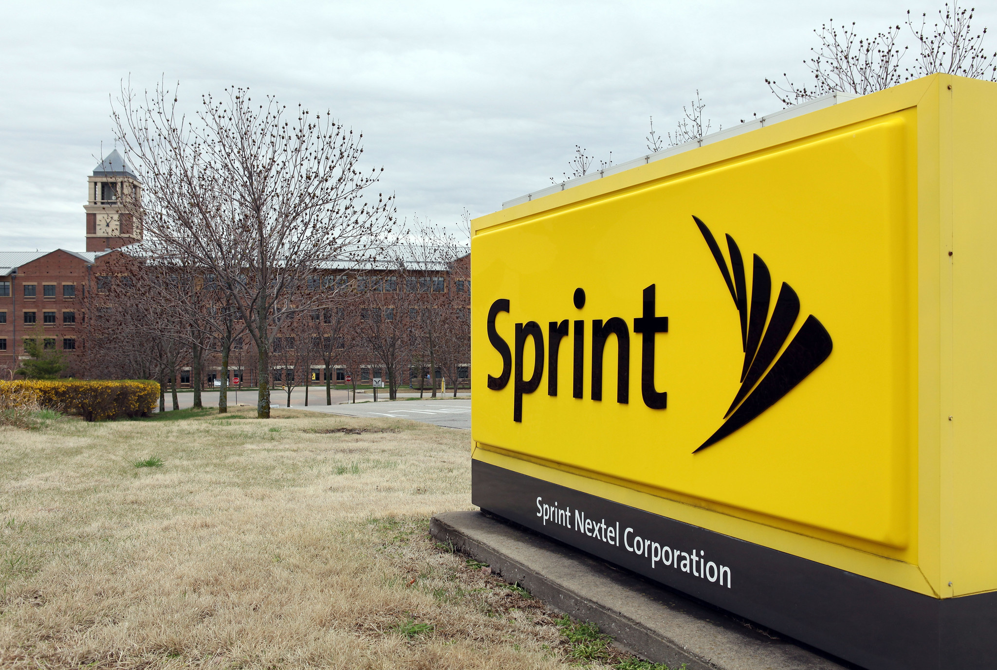 How sprint 39 s family share pack plan compares to at t for Spring family plans