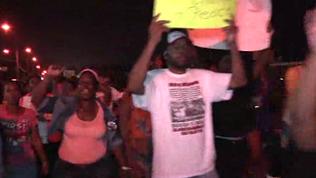 Raw: Protesters, Police Clash in Ferguson