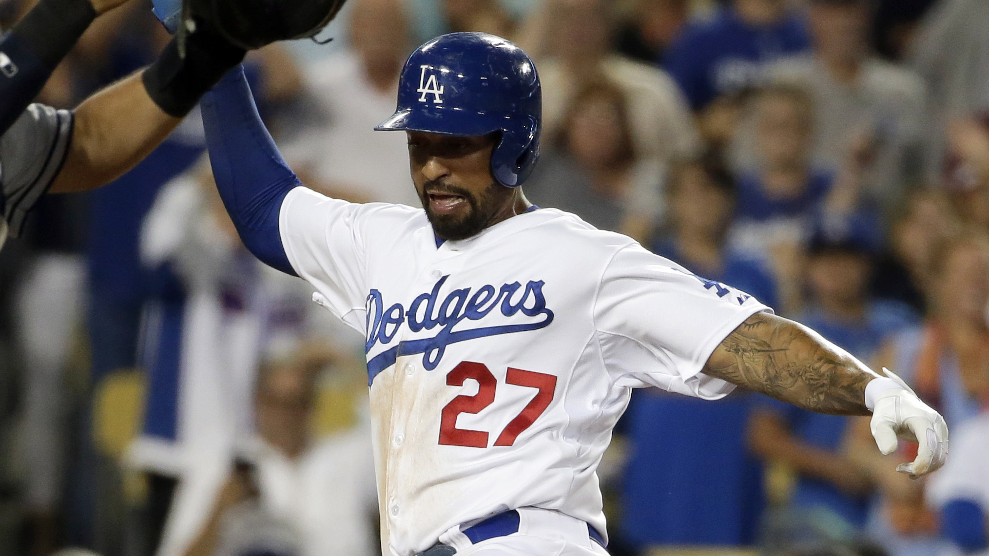 Dodgers rally past Padres, 8-6