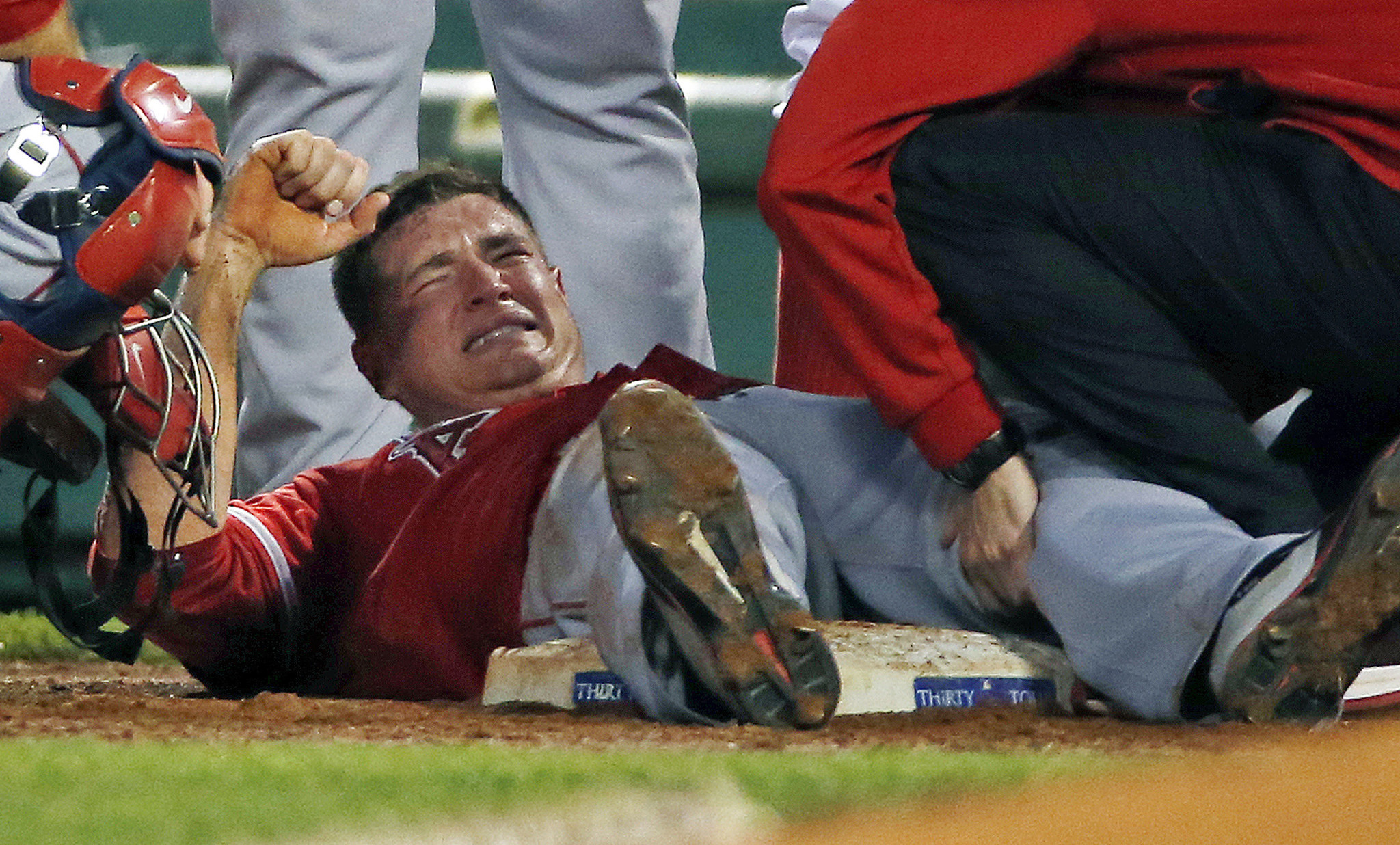Garrett Richards injures knee in Angels victory over Red Sox