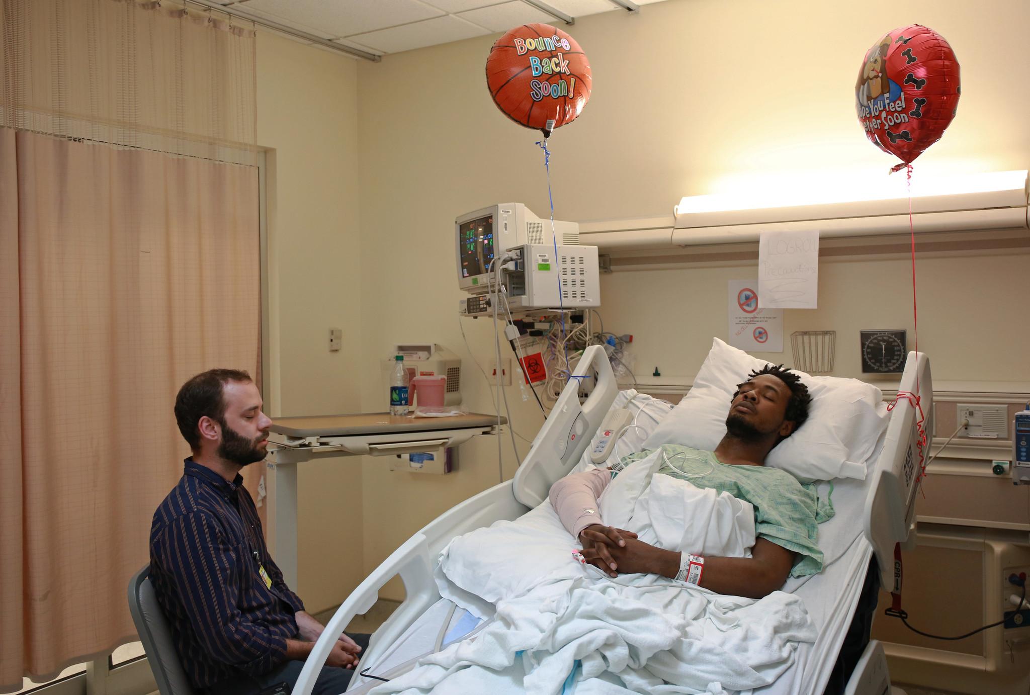 Social Workers Treat Trauma Patients Chicago Tribune