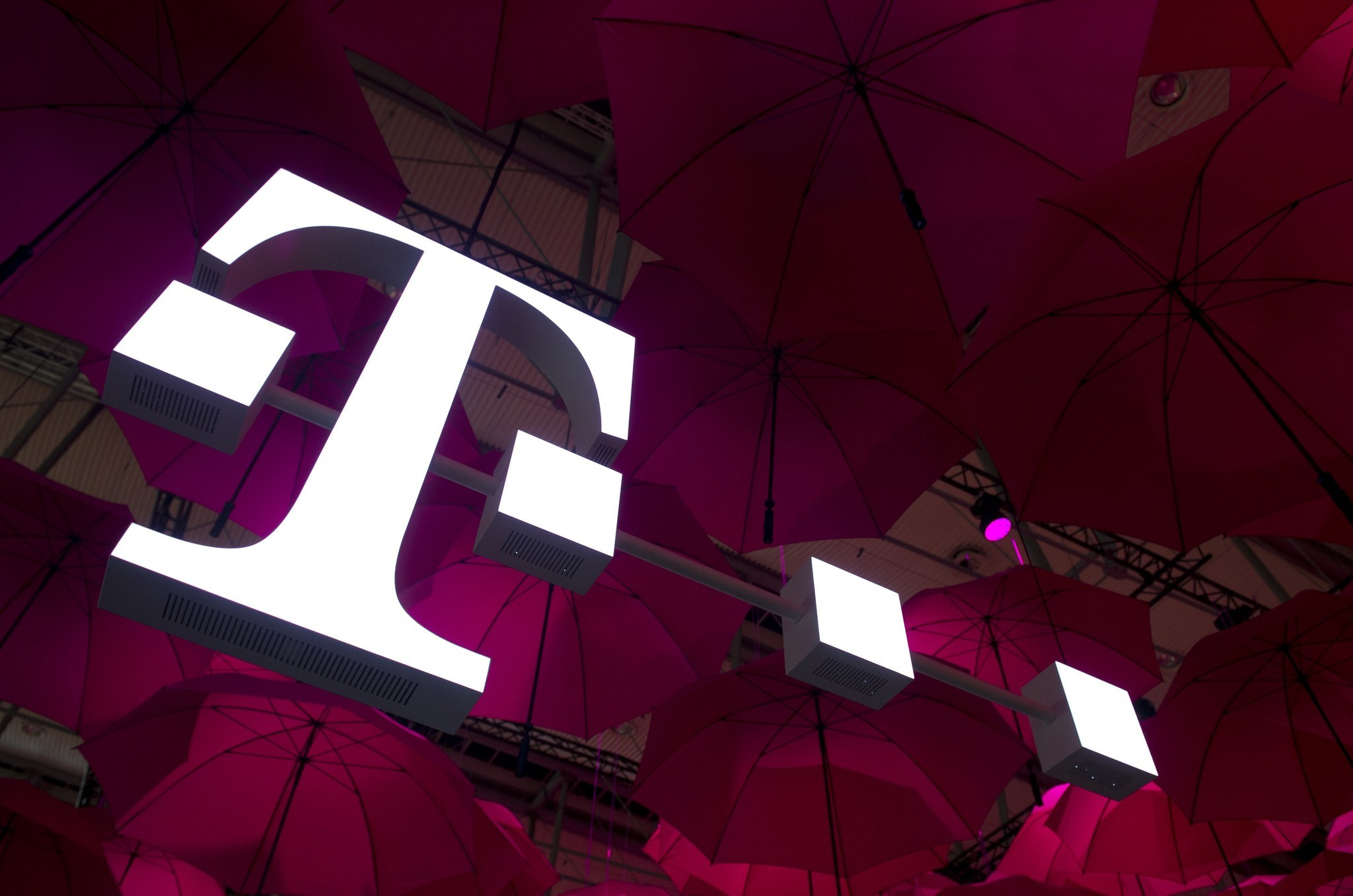 Sprint, T-Mobile duke it out with new unlimited plans