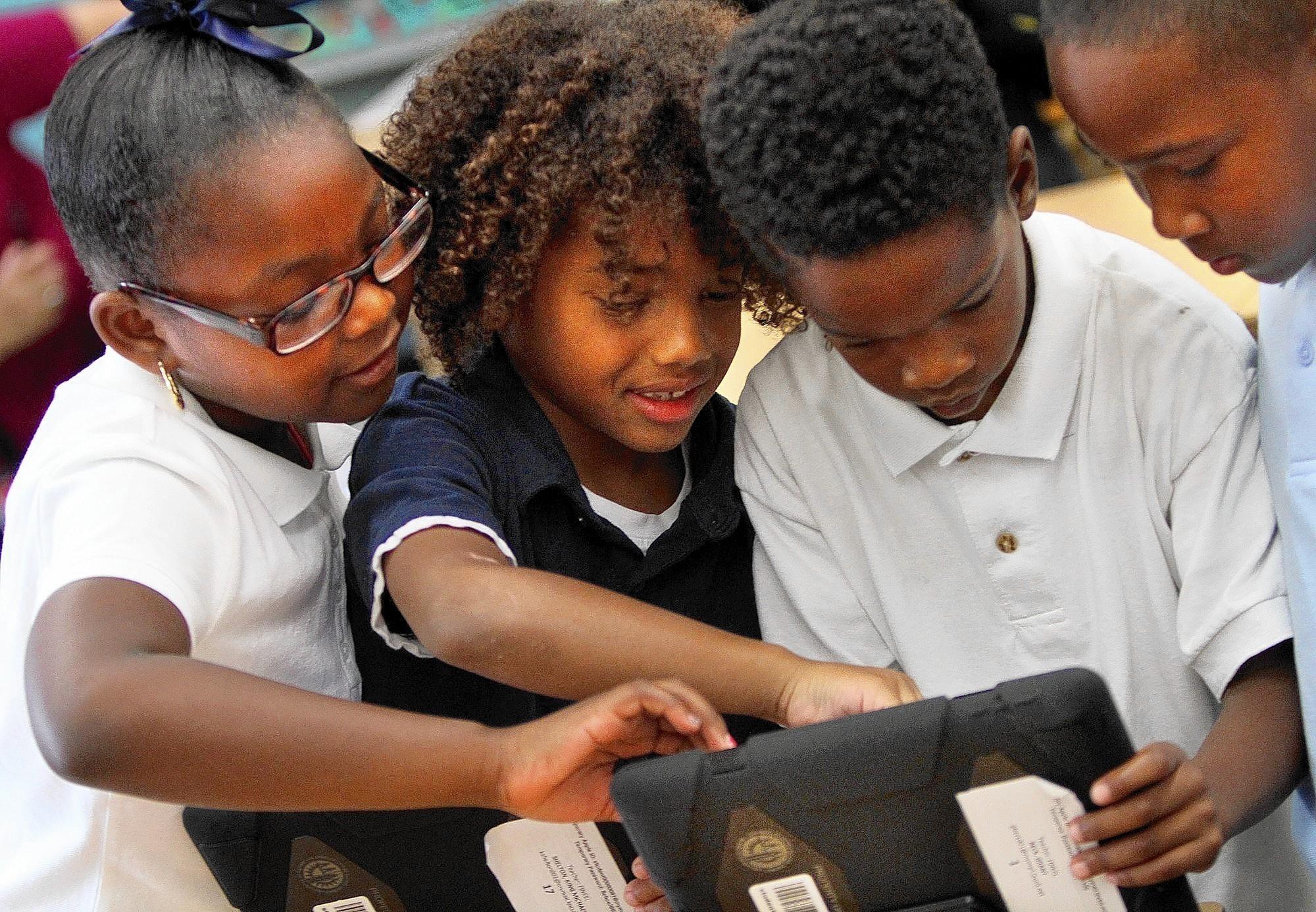 LAUSD report faults iPad bidding